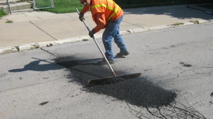 raking-fresh-asphalt